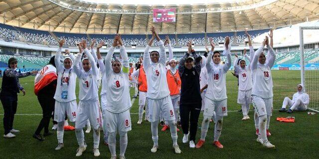 مربی فوتبال: به دختران فوتبال بها بدهند، کارهای بزرگی میکنند/ نسلی طلایی داریم