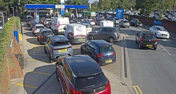 بیش از ۲۰۰۰ پمپ بنزین در انگلیس سوخت ندارند