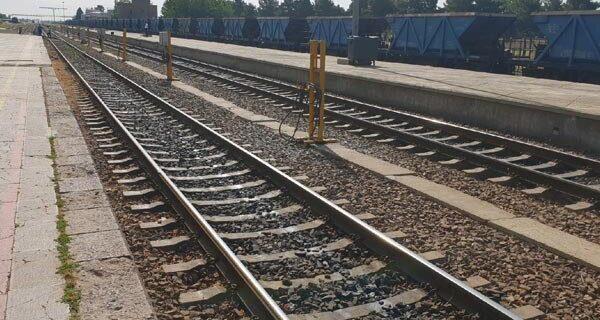 تکمیل پروژه راه آهن بوشهر- شیراز را با جدیت دنبال میکنیم